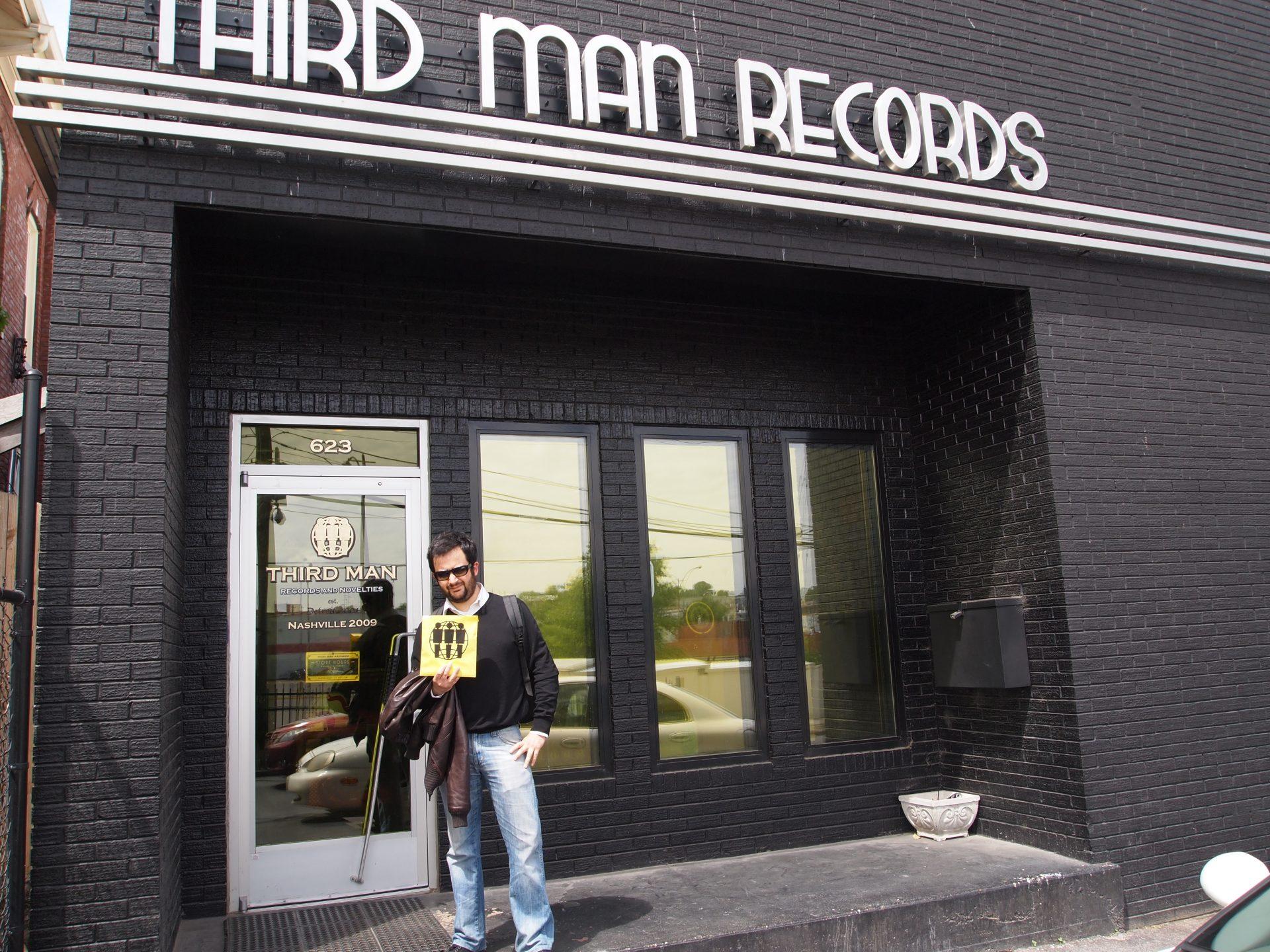 Marco con i suoi dischi appena acquistati!