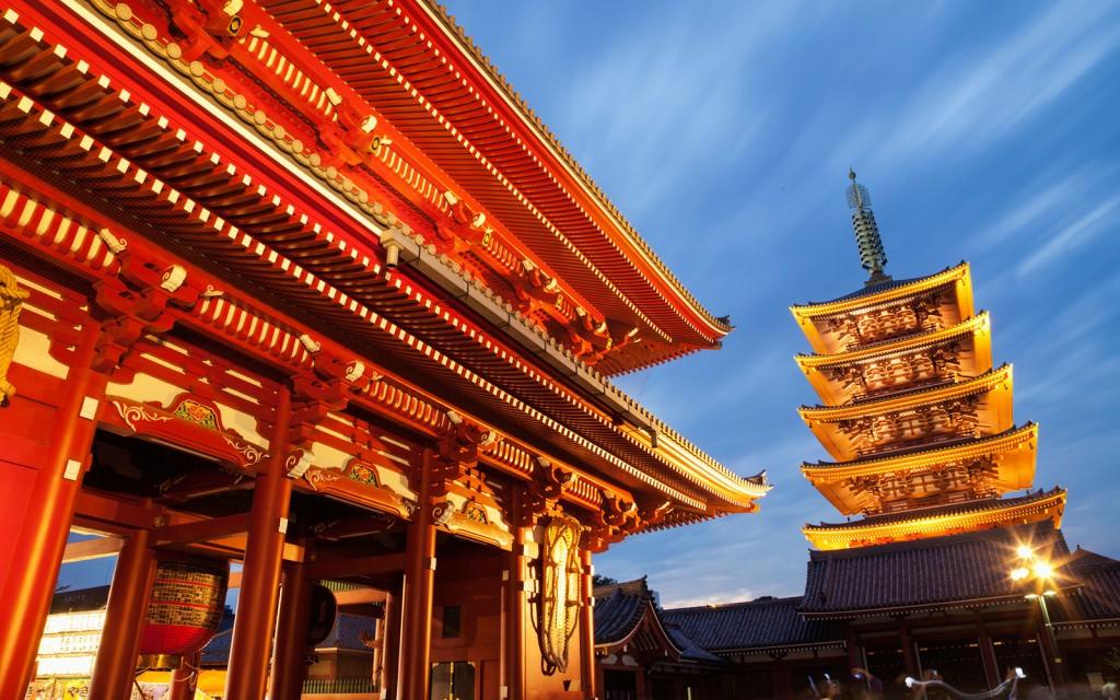 CC6GME Japan, Tokyo, Asakusa, Asakusa Kannon Temple, Hozomon Gate and Temple Pagodacredit foto travelandleisure.com