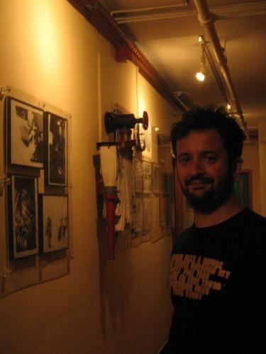Marco nei corridoi dell'Hotel