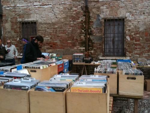 Il mercato di gonzaga si gira a 45 giri music postcards for Gonzaga mercatino