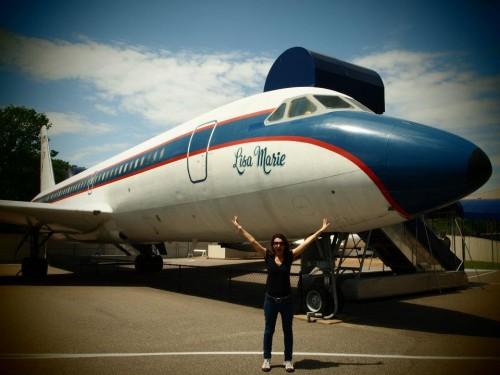 Io davanti all'aereo di elvis