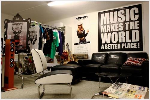 Il negozio di dischi preferito da Laura