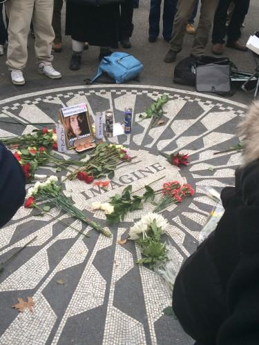 Il Memorial ornato di fiori