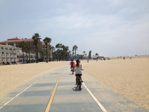 Noi in bici sulla spiaggia...