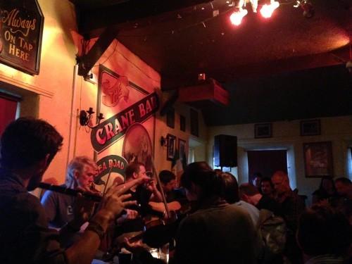 Un live set improvvisato  dentro al pub