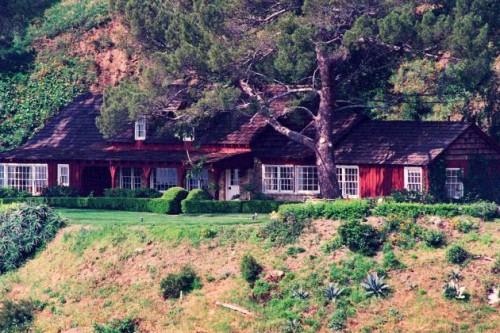 La casa in cui morì Sharon Tate e che poi fu  anche studio di registrazione