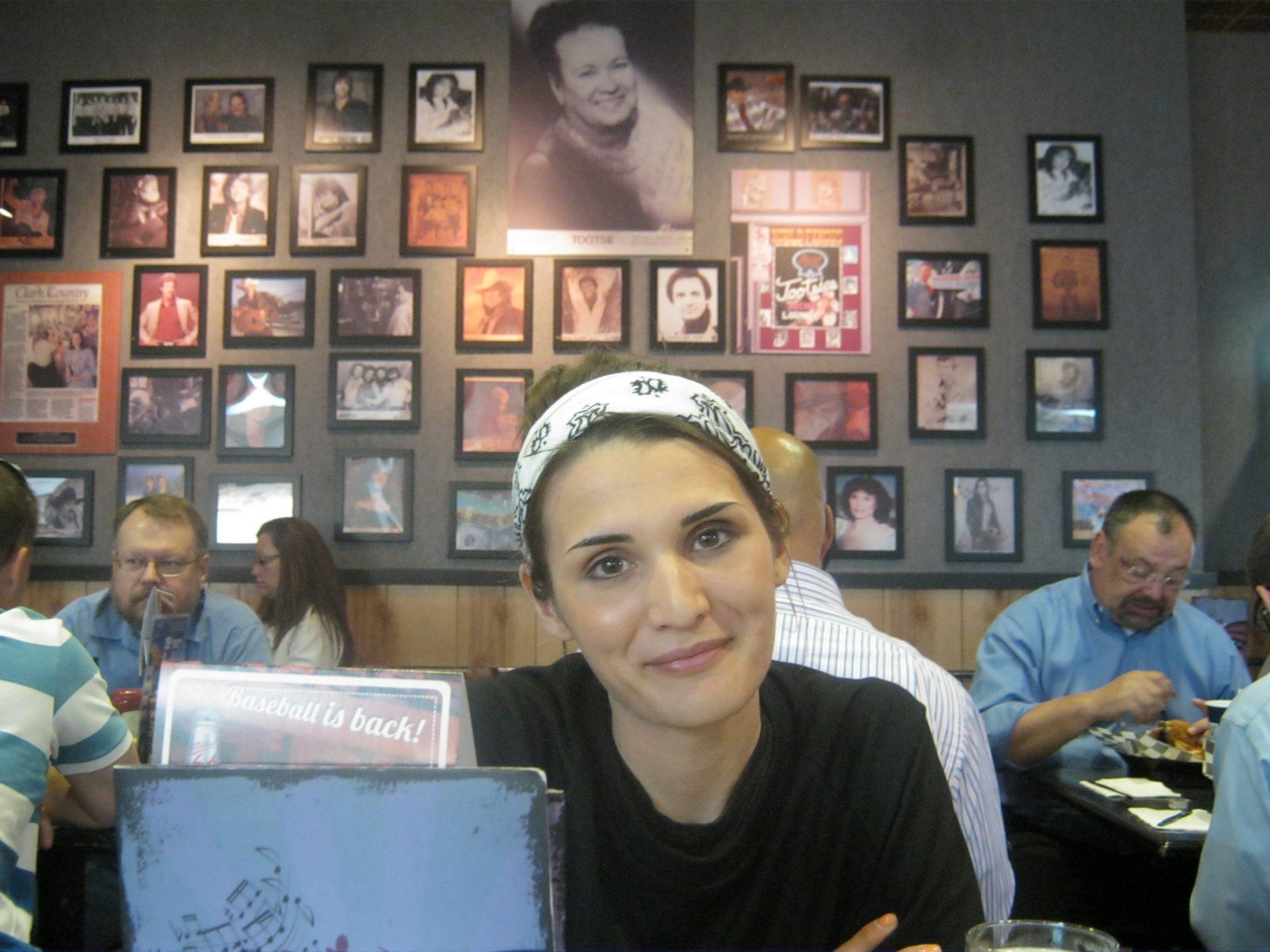 Io, nel Tootsies bar dell'aereoporto di Nashville