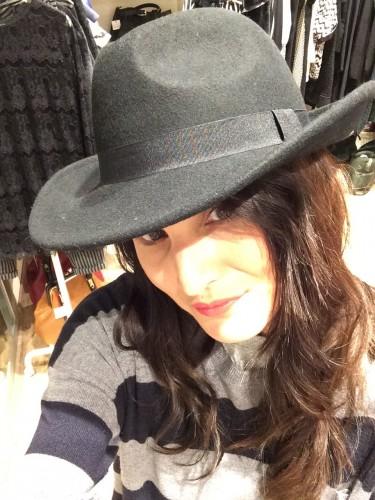 Io con un cappello di Antoinette Store