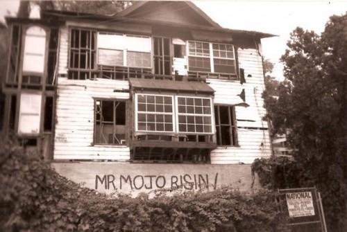 L'ex casa di Jim su cui è stato fatto un murales che ricorda il suo diminutivo Mr Mojo