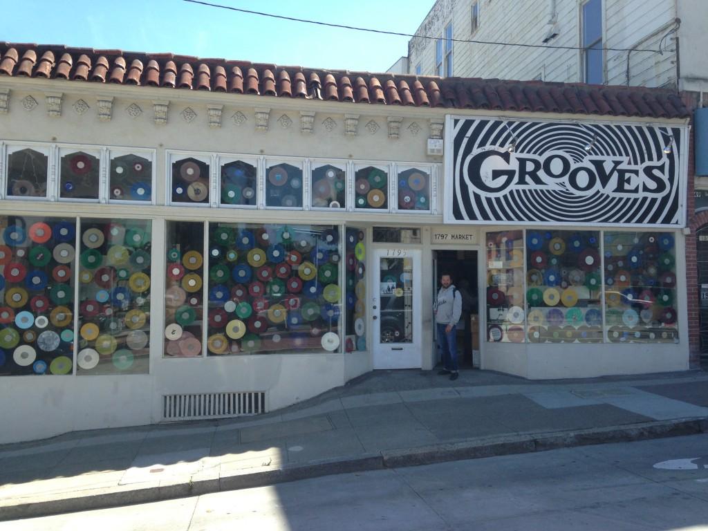 Marco davanti al negozio