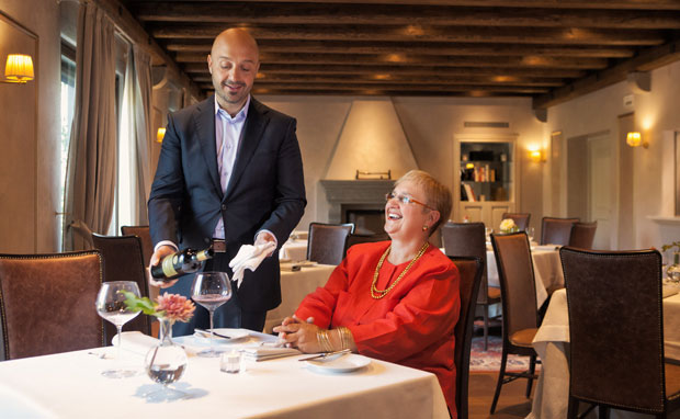 Joe e la mamma nel suo ristorante Orsone