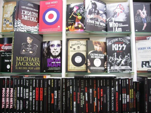 L'interno del negozio: sezione Libri