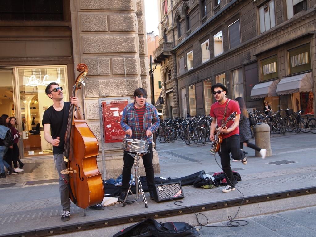 artisti per strada a Bologna, foto di Gloria