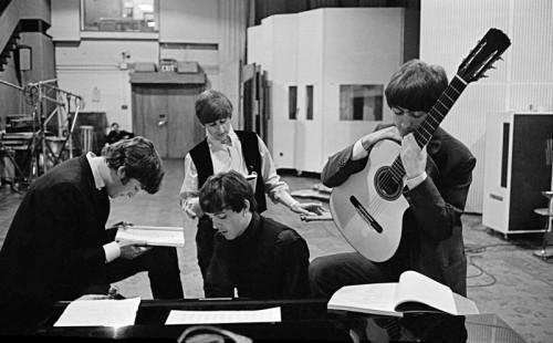 Giovani Beatles negli studi di Abbey Road