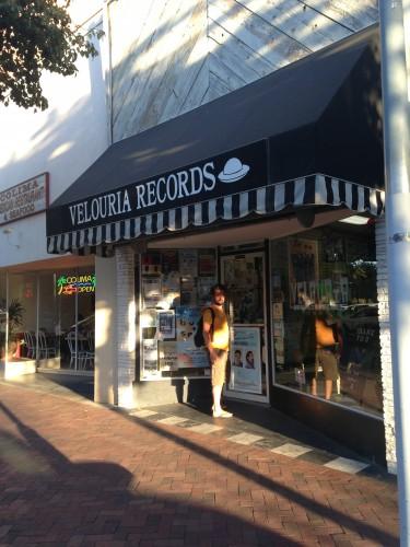Marco davanti a Veluria Records
