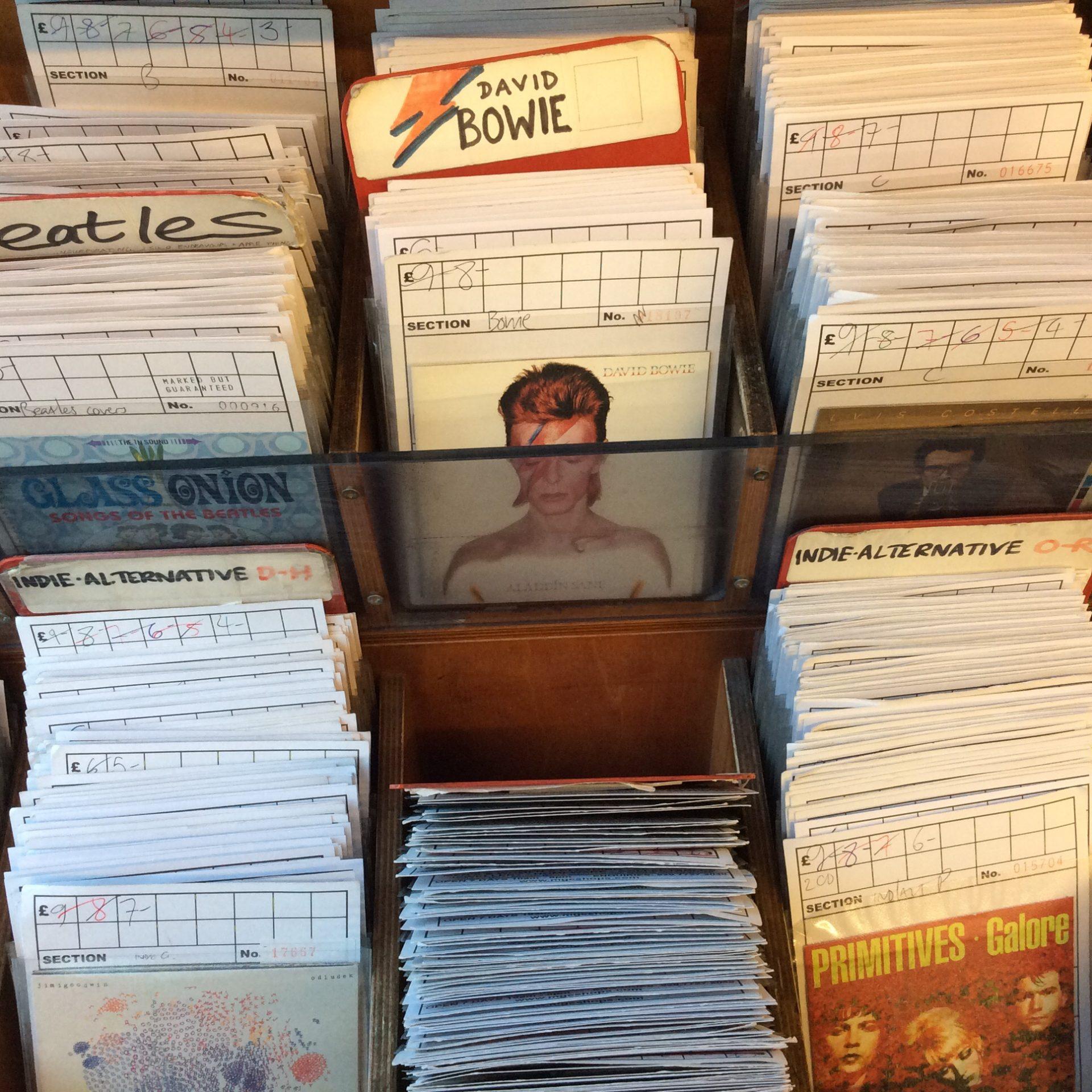 3 negozi di dischi aperti anche la domenica music for Negozi arredamento aperti domenica