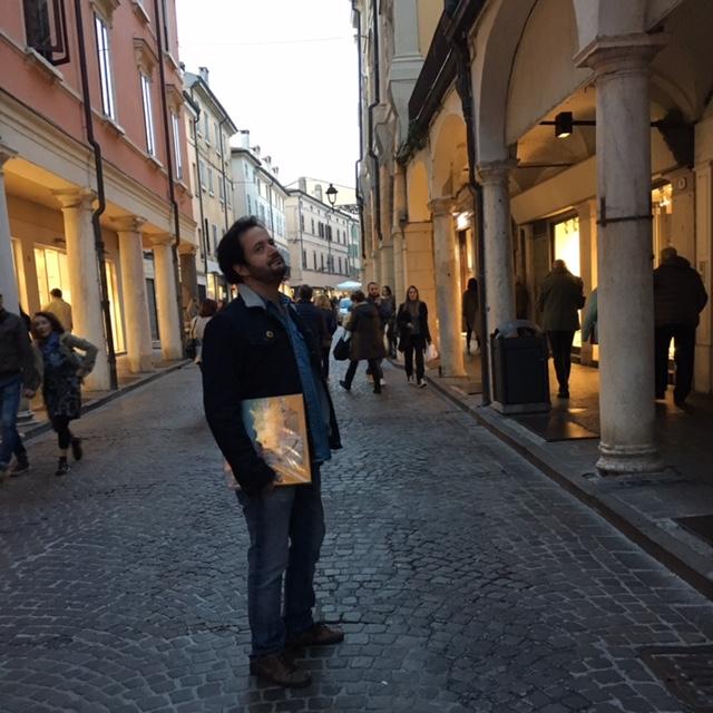 Marco con i suoi vinili sotto braccio