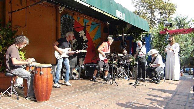 Concerto allo Store, credit foto www.carlosguitarlosmusic.com/