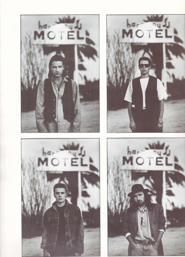 Gli U2 sotto l'insegna dell'Harmony Motel
