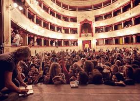 Il Teatro Asioli nei videoclip di Luciano Ligabue