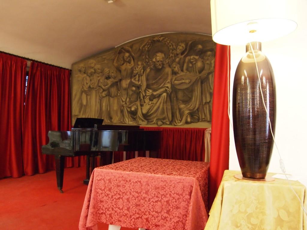 Il palco nel ristorante, foto di Gloria