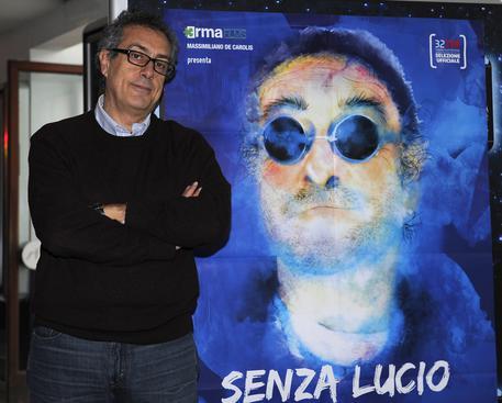 Il regista Mario Sesti, in posa durante il photocall in occasione della presentazione del film 'Senza Lucio', Roma, 24 febbraio 2015. ANSA/ STRINGER