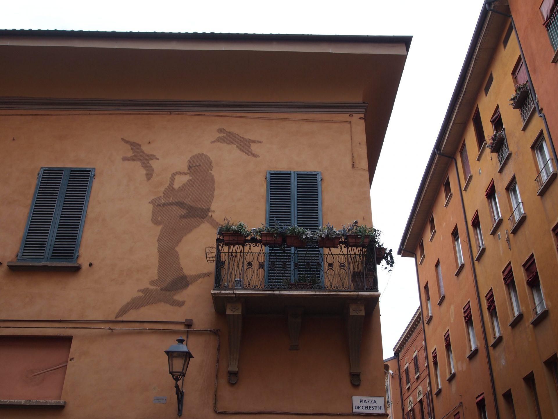 La facciata della casa di Lucio, foto di Annovi