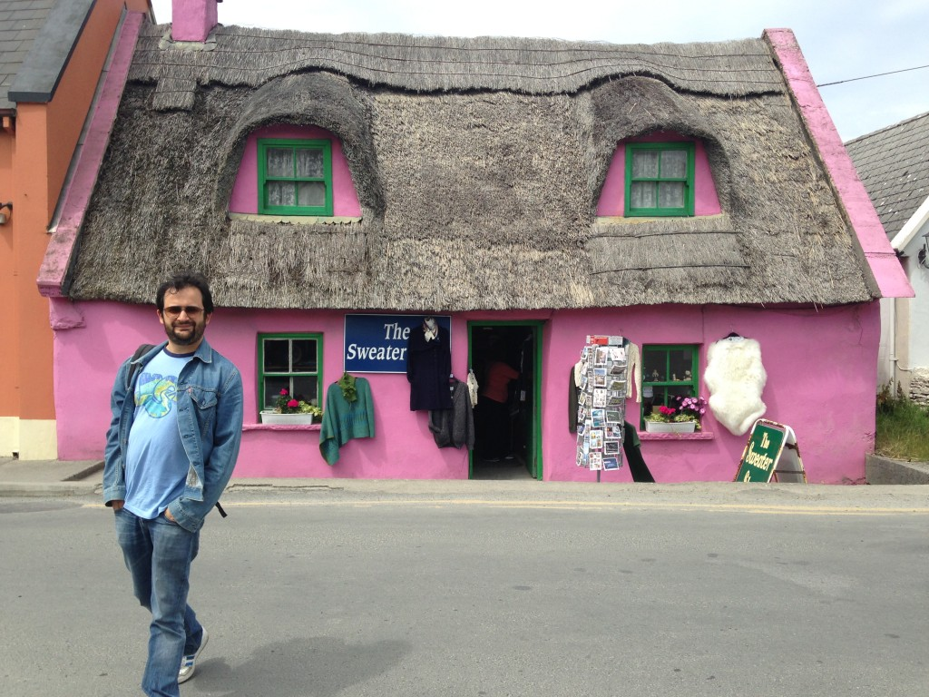 Marco esce da uno dei negozi