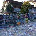 In pellegrinaggio alla casa di Vasco Rossi