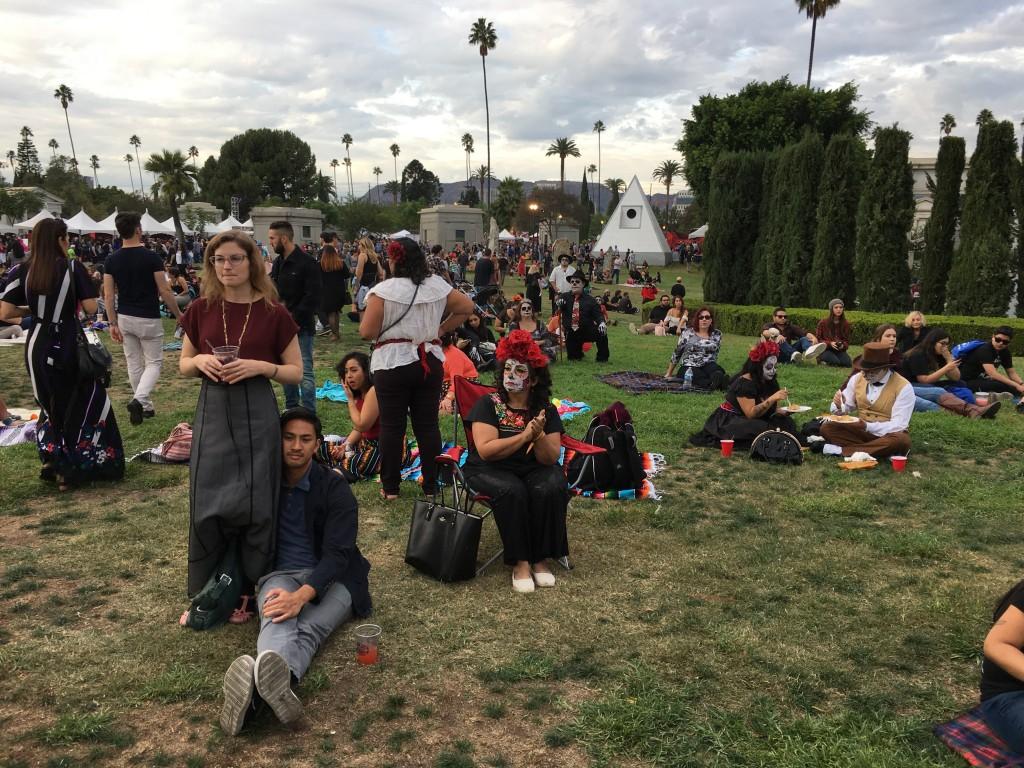 ragazzi accampati all'Hollywood Cemetery durante un evento, foto di Gloria