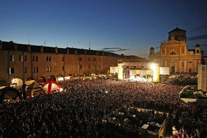 Un concerto nella piazza di Carpi