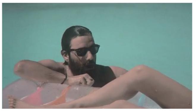 La scena della piscina