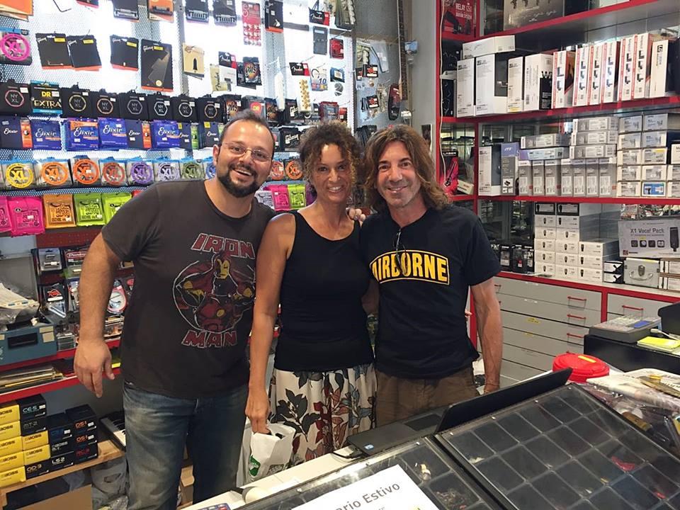 Steff in negozio foto FB Lenzotti