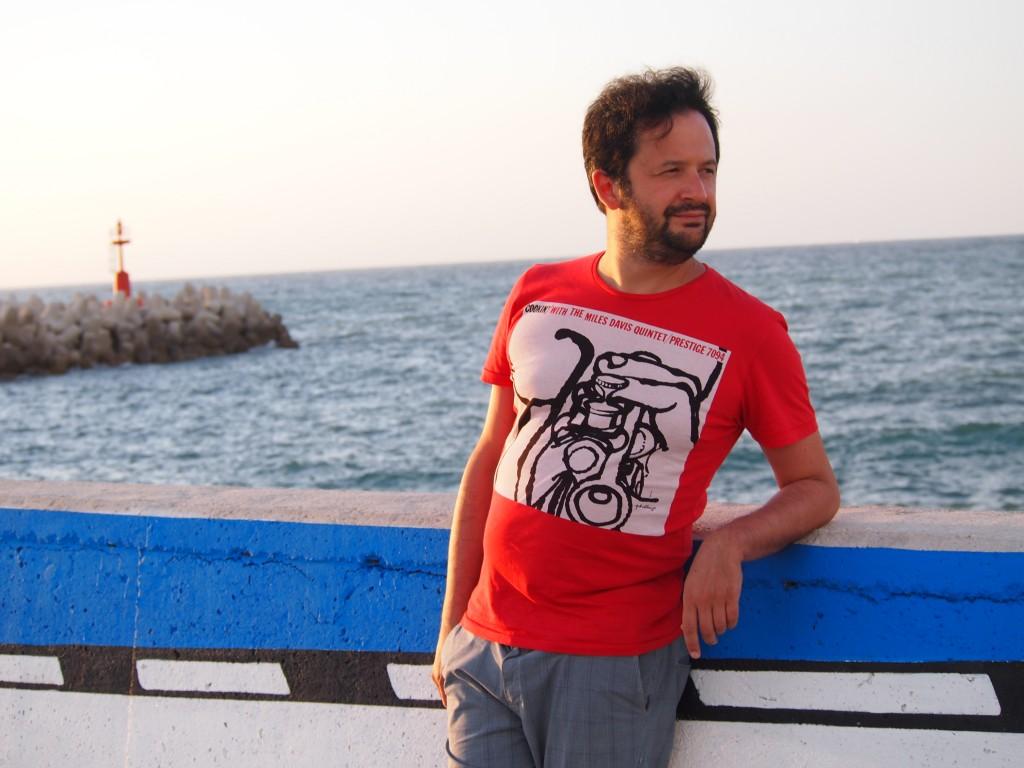 Marco sul lungomare di Fano. Foto di Gloria