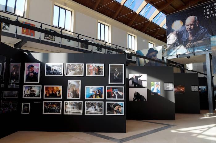 Un frame della mostra su Vasco
