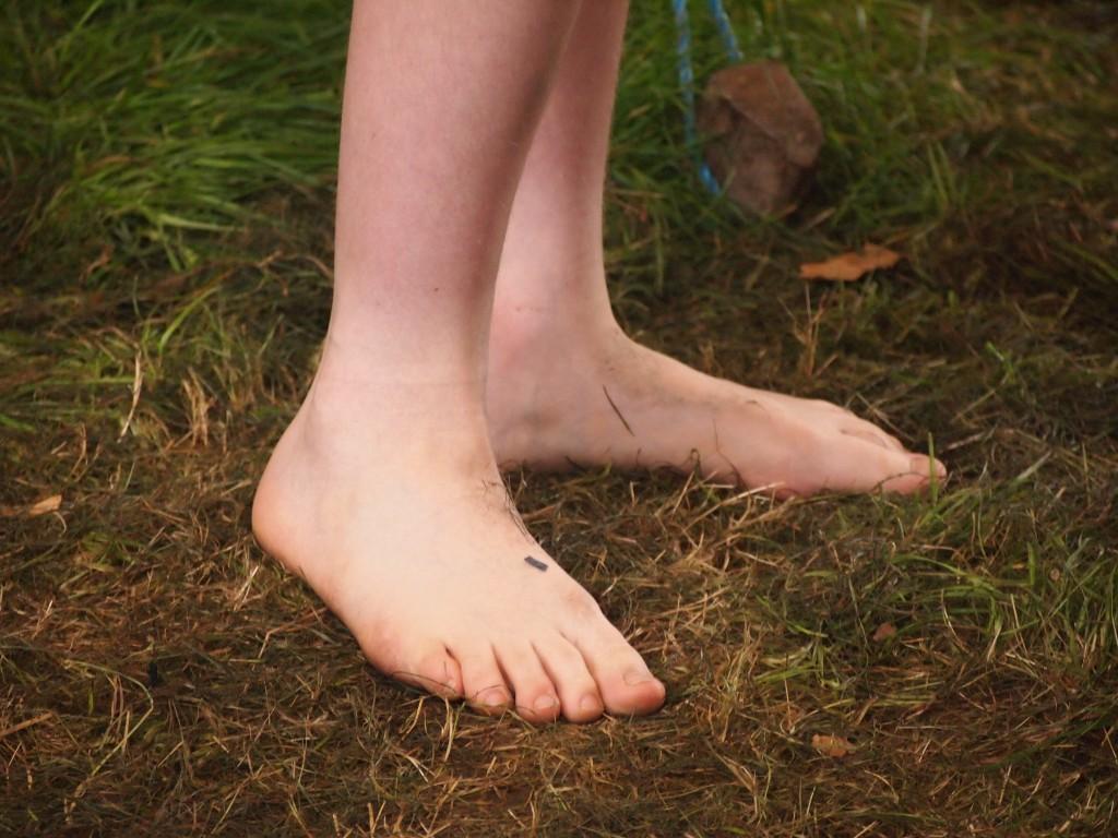 Un bimbo scalzo, foto di Gloria