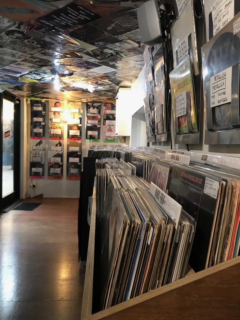 L'interno dello shop. Foto di Gloria