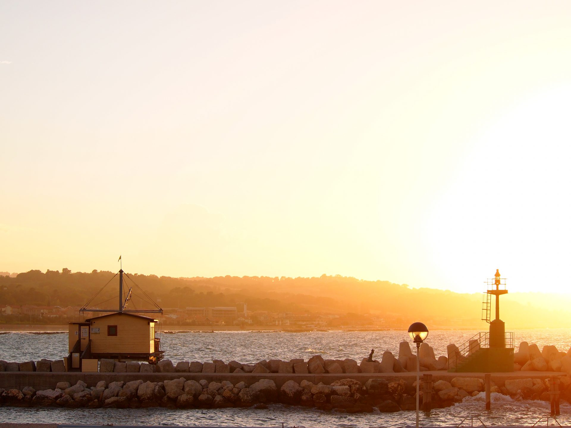 Tramonto sul porto. Foto di Gloria Annovi