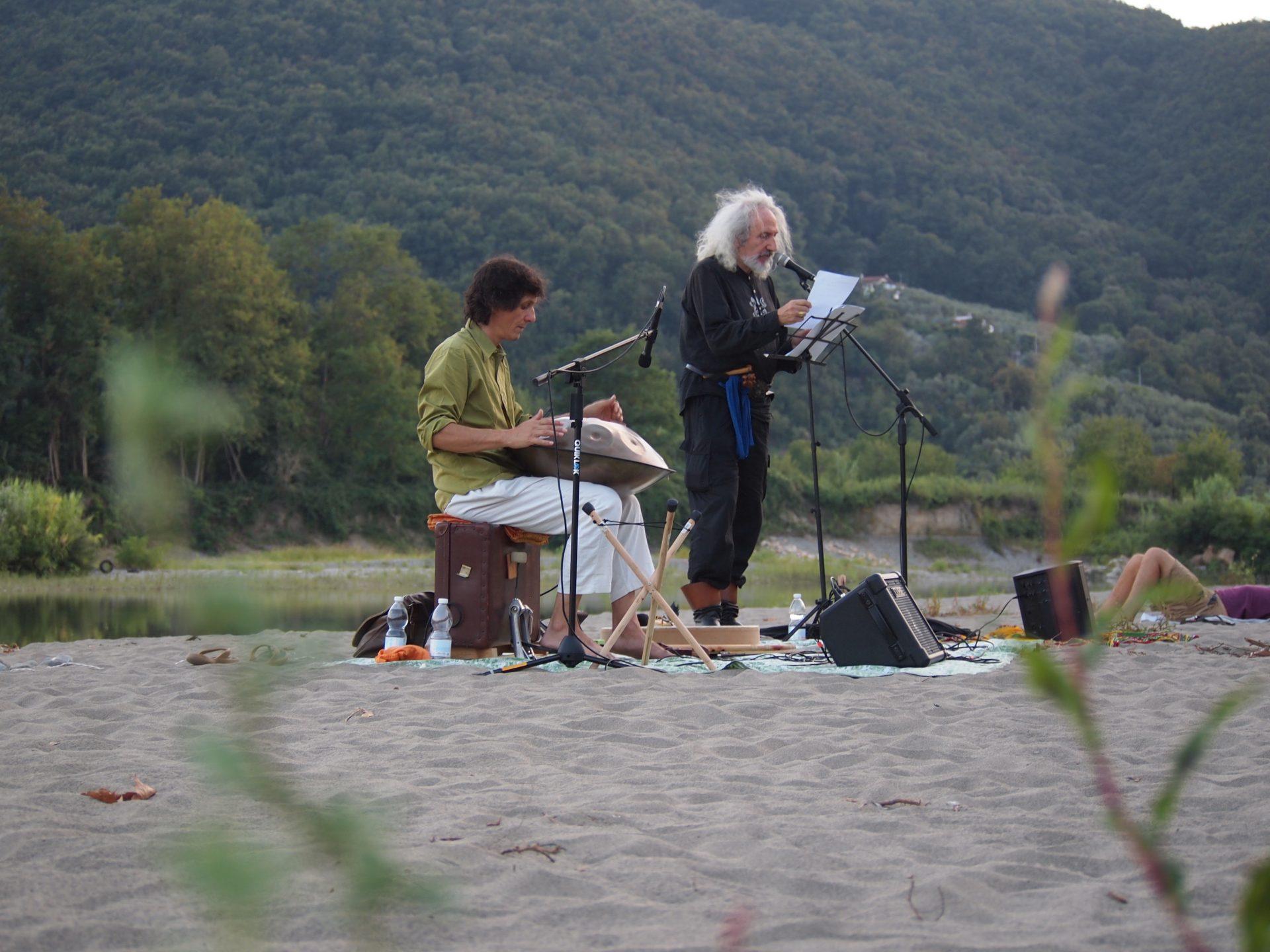 MUSICHE E LETTURE NEL GRETO DEL FIUME MAGRA